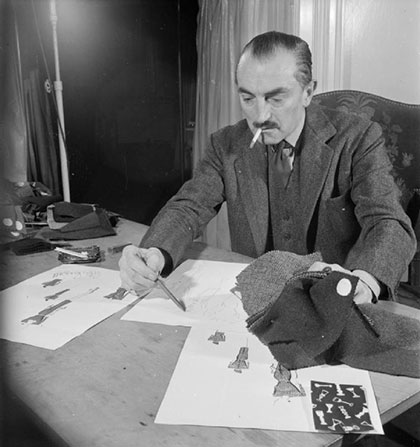 London_Fashion_Designers-_the_work_of_Members_of_the_Incorporated_Society_of_London_Fashion_Designers_in_Wartime,_London,_England,_UK,_1944_D23074